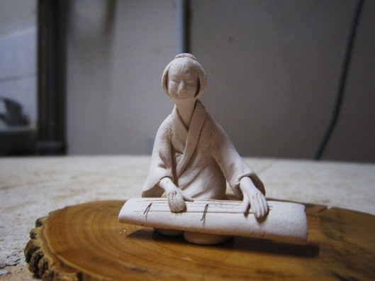 figurine-bonsai-asian-woman